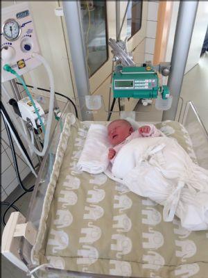 Novorodeneckému oddeleniu Nemocnice Zvolen bola darovaná zostava prístrojov pre ošetrovanie novorodencov