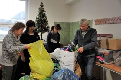 Zdravotníci vyzbierali pre komunitné centrum viac ako 180 kilogramov šatstva