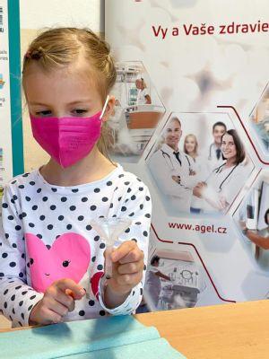 Zvolenská nemocnica otestovala  takmer 150 žiakov a učiteľov základnej školy v Krupine šetrnými testami PCR zo slín